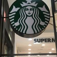 Foto tirada no(a) Starbucks por Nesrin K. em 9/19/2017