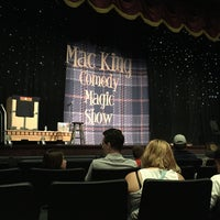 Foto diambil di The Mac King Comedy Magic Show oleh Gregg P. pada 4/13/2016