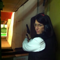 1/6/2013 tarihinde Tabatha C.ziyaretçi tarafından Bullseye Gun Range'de çekilen fotoğraf