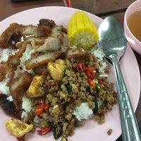 Photo taken at ศูนย์อาหารมานา (MN) Manna Food Center by PUINGAI🔪 on 9/12/2016