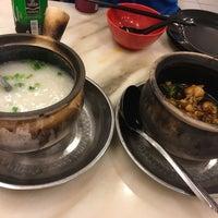 Photo taken at 狮城芽笼九巷活田鸡 Restoran Geylang Lor9 Fresh Frog Porridge (PJ) by PUINGAI🔪 on 4/16/2016