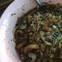 Photo taken at ศูนย์อาหารมานา (MN) Manna Food Center by PUINGAI🔪 on 10/10/2016