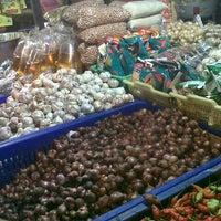 Photo taken at Pasar Kumbasari (Kumbasari Market) by Surya Bocah N. on 3/23/2013