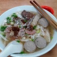 8/22/2014 tarihinde Lydia K.ziyaretçi tarafından Shin Kee Beef Noodles'de çekilen fotoğraf
