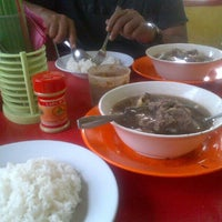 Photo taken at Warung Makan Sop Iga Sapi Bambu Kuning by Iwan P. on 4/19/2014