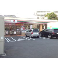Photo taken at 7-Eleven by まっきぃ Y. on 5/14/2013