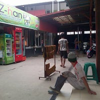 Photo taken at AMI AWAD cuci speda motor by riza fahlefie n. on 1/3/2013