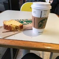 Foto tomada en Starbucks por Yami C. el 9/16/2016