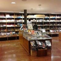 Foto tirada no(a) Livraria Cultura por Paola A. em 3/31/2013
