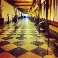 Foto tomada en Galleria degli Uffizi por YC el 2/5/2013