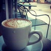 Foto scattata a Ultimo Coffee Bar da Paul B. il 12/4/2012