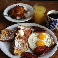 1/26/2013 tarihinde Lillian Y.ziyaretçi tarafından Kona Kitchen'de çekilen fotoğraf