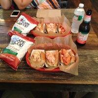 Foto tomada en Luke's Lobster por Michael C. el 7/21/2013