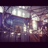 Das Foto wurde bei Rüstem Paşa Camii von Daniella C. am 10/25/2012 aufgenommen