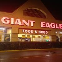 Photo taken at Giant Eagle Supermarket by Lindsay M. on 1/14/2013