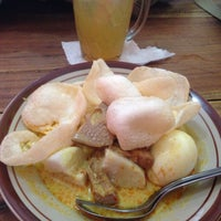 Photo taken at Lontong Sayur Uda Asdi by Sumunar R. on 12/29/2016