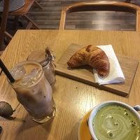 Photo prise au 9 Bar Coffee par Lynan S. le7/25/2017