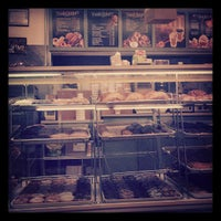 Photo taken at Winchell's Doughnut House by Aaron A. on 8/9/2013