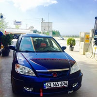Photo taken at Sade Petrol Shell İstasyonu by Oğuzhan  D. on 4/10/2016