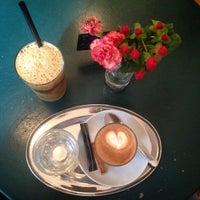 Das Foto wurde bei Café Noir von Alex am 3/3/2015 aufgenommen