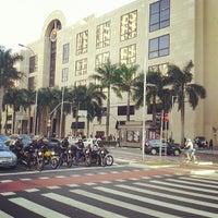 Foto tirada no(a) Shopping Iguatemi por Lucas Cunha [. em 6/15/2013