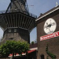 Foto tirada no(a) Brouwerij 't IJ por Adrian L. em 6/18/2013