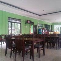 Photo taken at Restoran & Lesehan Alam Sari by Imam W. on 1/21/2015