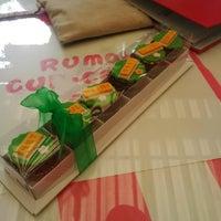 Photo taken at Rumah Cupcakes & BBQ by Riyanti Anggi S. on 8/2/2014