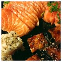 Foto tirada no(a) Hamadaya Sushi Bar por Diana H. em 7/14/2014