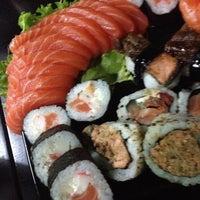 Foto tirada no(a) Hamadaya Sushi Bar por Diana H. em 4/7/2014