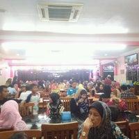 Photo taken at Restoran Yong tau fu Pulau Gadong by Shafiq H. on 1/29/2017