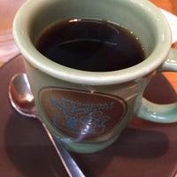 Photo taken at Komeda's Coffee by Kyosuke T. on 9/16/2017