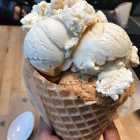 Photo taken at Molly Moon's Homemade Ice Cream by junsee on 10/8/2017