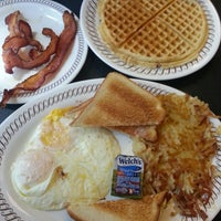 Photo taken at Waffle House by Trinh H. on 9/1/2013