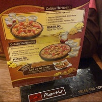Photo taken at Pizza Hut by Mat D. on 1/25/2013