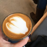Das Foto wurde bei Blue Bottle Coffee von Andrea M. am 11/4/2017 aufgenommen