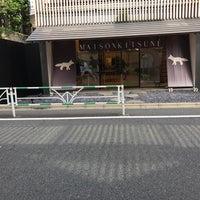 Photo taken at Maison Kitsune Daikanyama by Masafumi N. on 10/5/2017