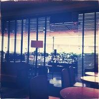 Das Foto wurde bei Starbucks von Majo V. am 8/24/2013 aufgenommen