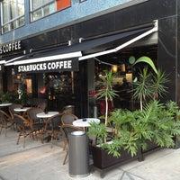Foto tomada en Starbucks por Carlos L. el 6/1/2013