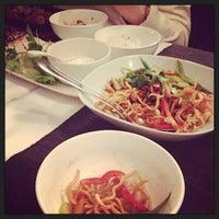 Foto tomada en Viet Nam Restaurante por Bella D. el 3/30/2014