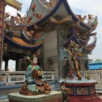 Photo taken at วัดอ้อน้อย by Kitty_oh on 4/15/2015