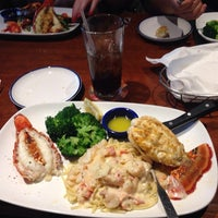Photo taken at Red Lobster by Thinks on 4/12/2014