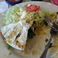 Foto tomada en La Parrilla Mexican Restaurant por Mercedes S. el 12/18/2012