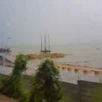 Photo taken at Pantai Pelabuhan Ratu by Hendrik D. on 3/15/2017