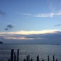 Photo taken at ครัวจ้าวทะเล อ่างศิลา by butternoie on 6/28/2015