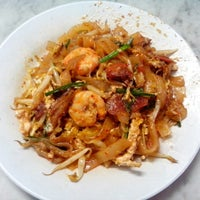 Photo taken at Siam Road Charcoal Char Koay Teow by Dolly P. on 6/22/2013