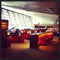 Photo taken at Asiana Lounge Business Class by Shinji K. on 5/28/2013