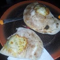 Foto tirada no(a) Itália Pizza por Carlos José M. em 11/11/2012