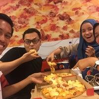 Photo taken at Pizza Hut Raub by Adam H. on 9/8/2016
