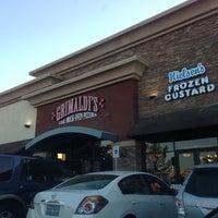 Foto scattata a Grimaldi's Pizzeria da Gav M. il 4/21/2013